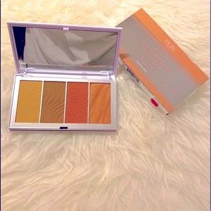 NEW - PÜR 4-In-1 Skin Perfecting Face Palette